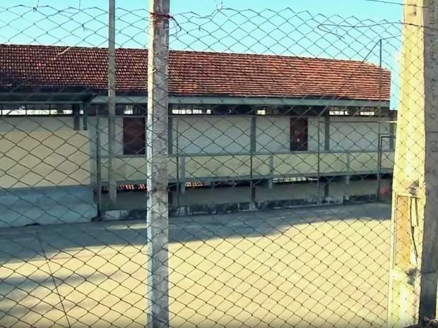 Em Pouso Alegre (MG), seis escolas e 300 servidores da educação estão parados devido à greve (Foto: Reprodução EPTV/Edson de Oliveira)