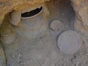 Uma das urnas funerárias encontradas nas câmaras mortuárias (Foto: John Pacheco/G1)