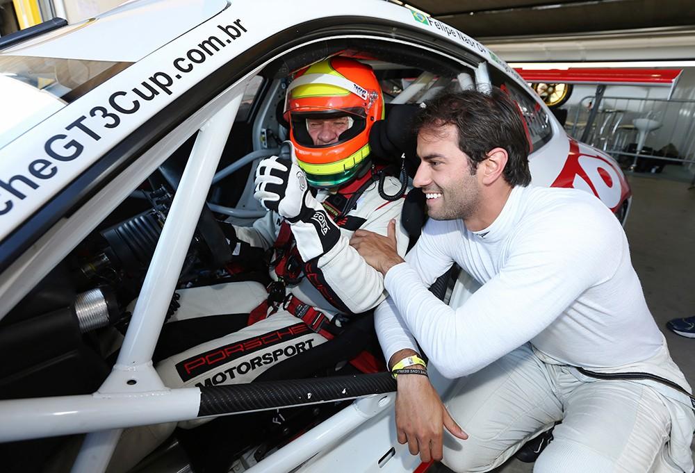 Ingo Hoffman ao volante do Porsche GT3 e Felipe Nasr nos boxes (Foto: Porsche Império GT3 Cup/Luca Bassani)