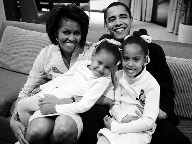Michelle Obama e Barack Obama com as filhas (Foto: Instagram/ Reprodução)