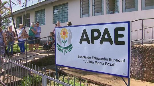 Diminuição das aulas na Apae de Pirassununga, SP, afeta 130 alunos