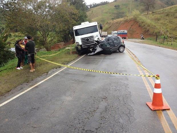 Acidente aconteceu no início da tarde no Km 113 (Foto: Gerson Gonçalo/InterTV)