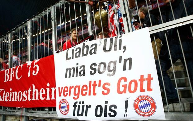 Faixa torcida Uli Hoeness, Bayern de Munique x Barcelona (Foto: Reuters)
