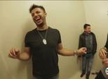 Veja cenas inéditas dos bastidores das turnês do cantor Cristiano Araújo