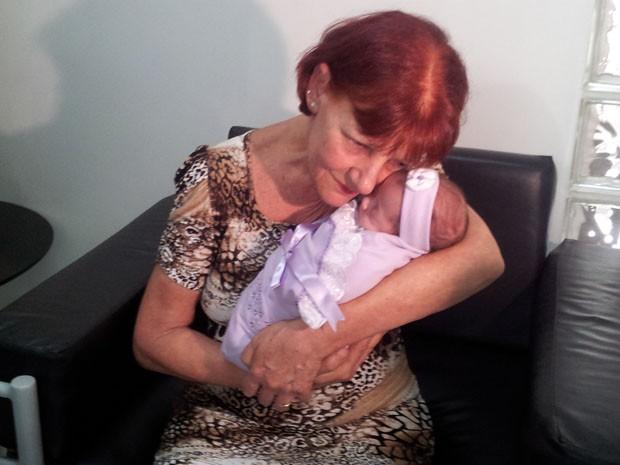 Antônia Asti recebeu a filha na manhã desta quinta-feira (20) em Santos (Foto: Mariane Rossi/G1)