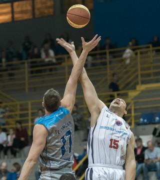Franca x Rio Claro basquete (Foto: Newton Nogueira)
