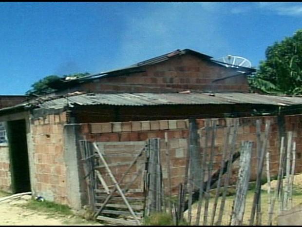 Tudo o que estava na casa foi destruído em Conceição da Barra, no Espírito Santo. (Foto: Reprodução/TV Gazeta)
