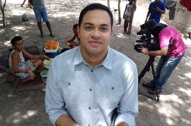 Alan Garcia nos bastidores das gravações da reportagem sobre bacuri (Foto: TV Clube)