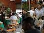 Donos e clientes de bares aprendem a usar sinal de TV digital; confira vídeo