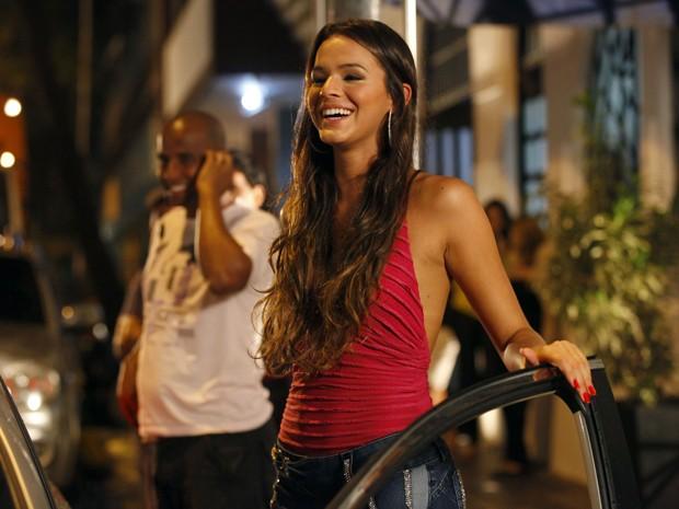 A gravação terminou tarde, mas Bruna esbanjou sorrisos e simpatia o tempo todo (Foto: Salve Jorge/TV Globo)