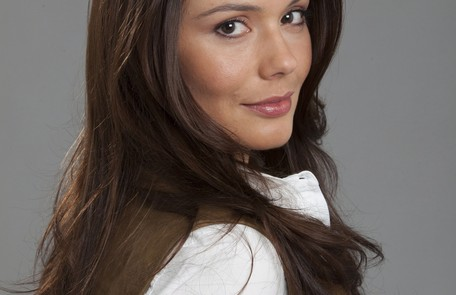 Para interpretar Paula, a protagonista de 'Belmonte', a atriz escureceu os cabelos Divulgação