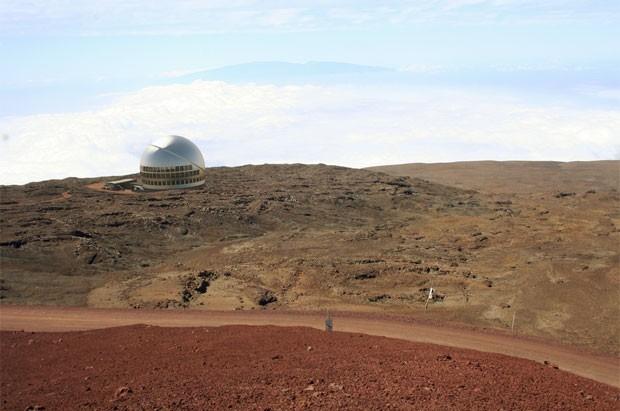 Visualização de como deve ficar o observatório no vulcão Mauna Kea, no Havaí (Foto: Cortesia/TMT Observatory Corporation)