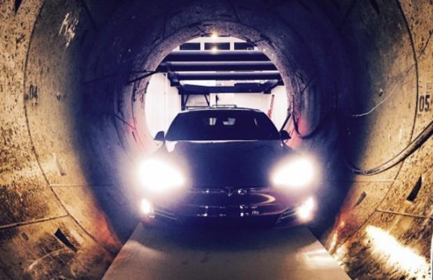 Model S em túnel é a primeira imagem da ideia revolucionária de Musk (Foto: Reprodução)