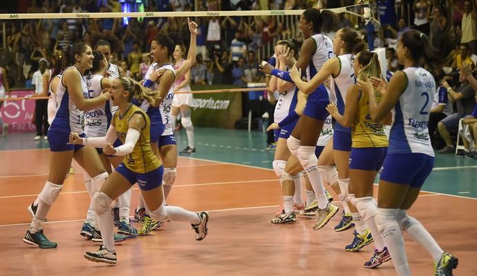 Rio comemora classificação contra Osasco (Foto: Andre Durão)