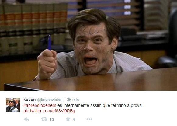 Segura a caneta! (Foto: Reprodução/Twitter)