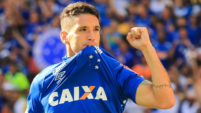 Thiago Neves cruzeiro gol (Foto: Dudu Macedo / Agência Estado)