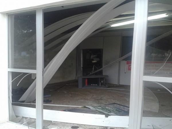 Agência ficou destruída após explosão no Sul do Piauí (Foto: Beldemandra Carreiro)