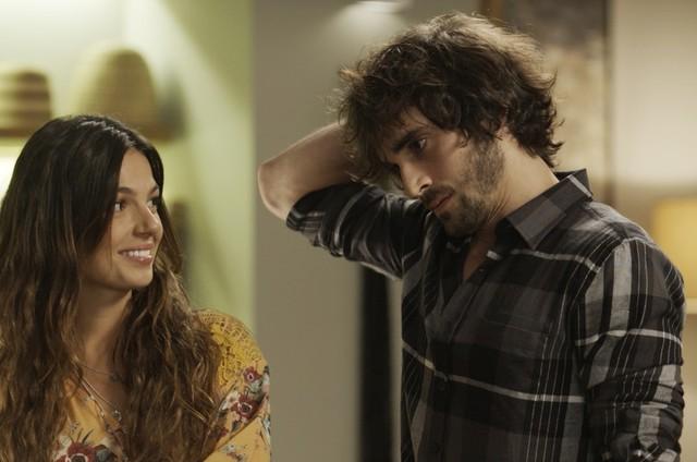 Isis Valverde e Fiuk em cena de 'A força do querer' (Foto: Reprodução)