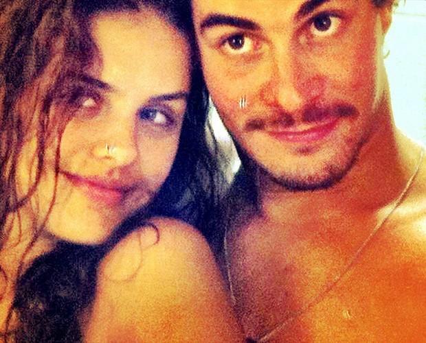 Na foto o casal está nop início do namoro. Paloma diz que presente tem que ser para os dois (Foto: Arquivo Pessoal)