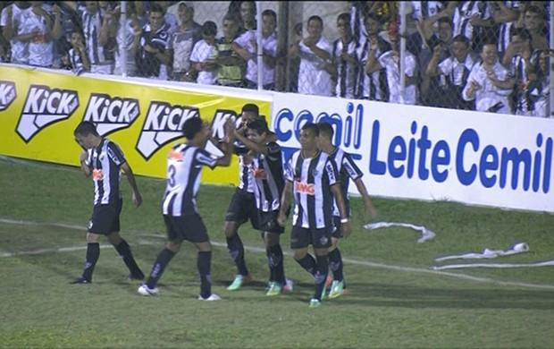 Jogadores do Atlético-MG celebram gol contra a URT (Foto: Reprodução / Premiere)