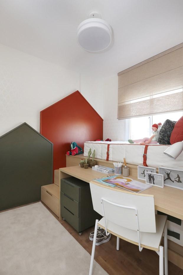 Marcenaria inteligente garante conforto no apartamento familiar (Foto: Mariana Orsi/Divulgação)