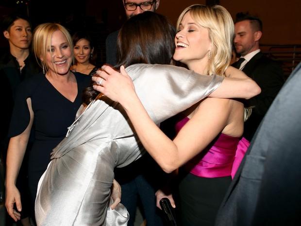 Angelina Jolie e Reese Witherspoon em premiação em Los Angeles, nos Estados Unidos (Foto: Christopher Polk/ Getty Images/ AFP)