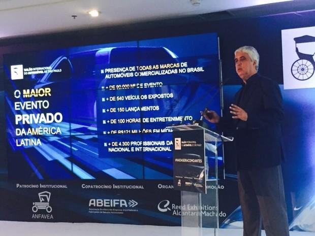 Paulo Octávio, vice-presidente da Reed, anuncia que o próximo Salão do Automóvel será no São Paulo Expo (Foto: Luciana de Oliveira / G1)