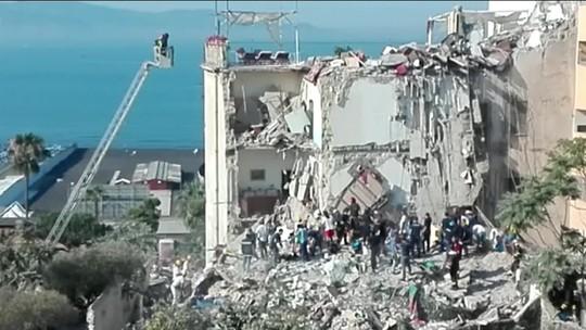Duas pessoas morrem e seis ficam feridas em desabamento de prédio perto de Nápoles
