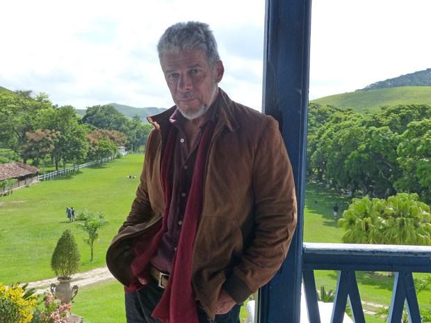 José Mayer quer parecer um verdadeiro político brasileiro (Foto: TV Globo/Saramandaia)