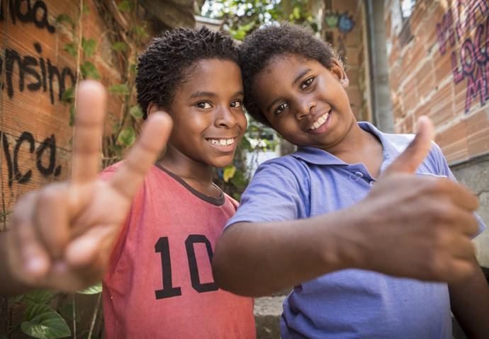 Davi (Luan Pessoa) e Clayton (Carlos Eduardo Jay) cantarão música de rap (Foto: Inácio Moraes/ Gshow)