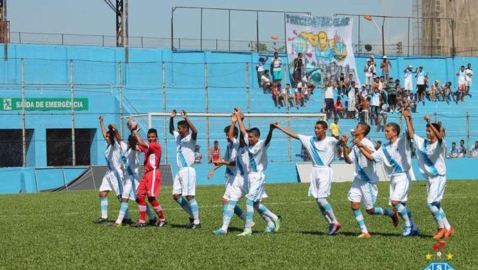 323cf54040 Garotos do Paysandu entram em campo para enfrentar o Ananindeua (Foto   Ascom Paysandu