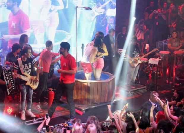 Mariano e fãs (Foto: Paduardo/Agnews)