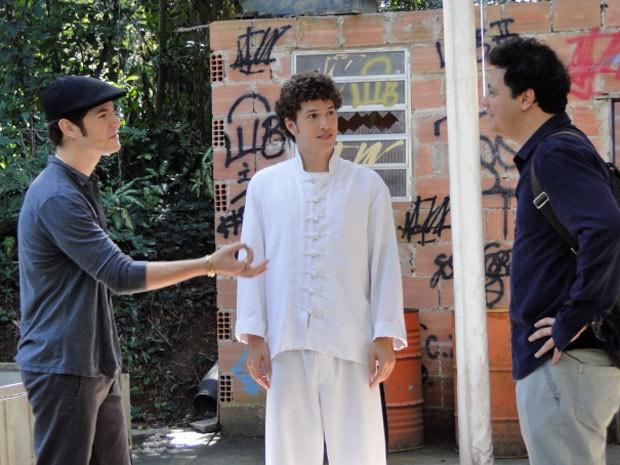 Kiko dá ideia a Fabiano contratar um detetive para procurar seu filho (Foto: Malhação / Tv Globo)