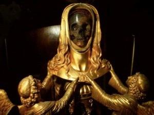 Crânio está exposto em Basílica no sul da França (Foto: Ebrafol / Divulgação)