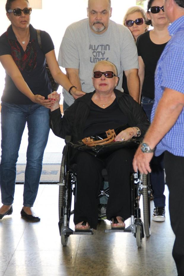 Mãe no Rafael Soares, filho de Jô Soares, no velório (Foto: Marcos Serra Lima/EGO)
