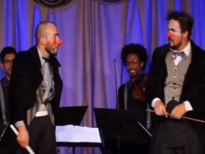 Quarteto de cordas realiza apresentação e é surpreendido por dois palhaços maestros (Foto: Reprodução / Divulgação)