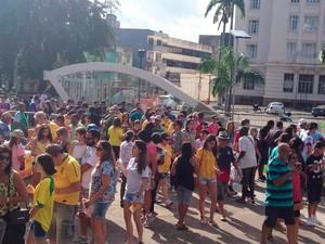 Público chega à Arena Fonte Nova pela estação do metrô no Campo da Pólvora (Foto: Alan Tiago Alves/G1)