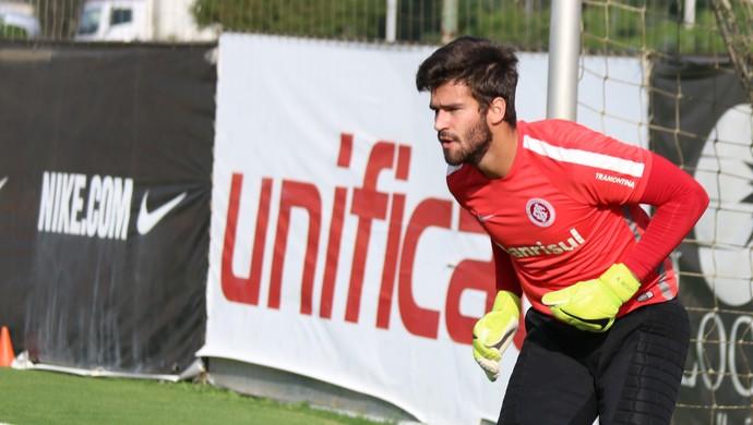 Alisson faz treino com restante do grupo do Inter (Foto: Diego Guichard)