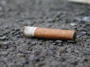 Jogar ponta de cigarro no chão é punido com multa de 200 libras em Bedford (Foto: Foto ilustrativa)