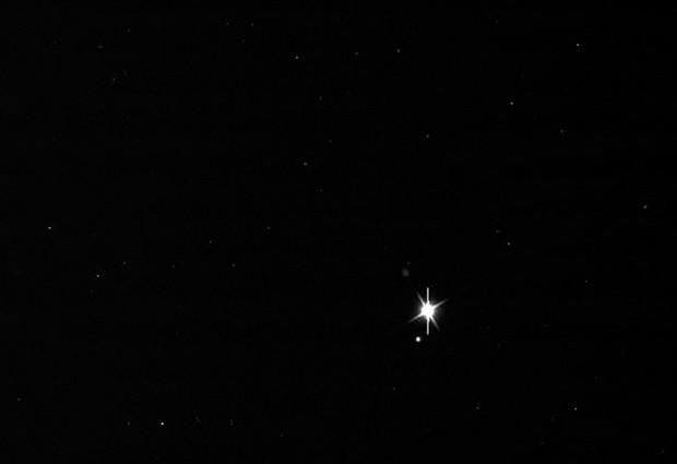 Imagem da Terra divulgada pela Nasa, tirada a partir da órbita de Saturno, a 1,5 bilhões de quilômetros. (Foto: AFP Photo / NASA/JPL-Caltech/SSI)