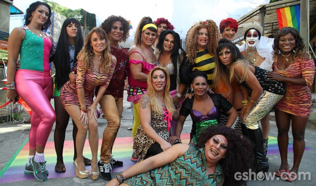 Turma purpurinada invade o Irajá (Foto: TV Globo/ Camila Camacho)