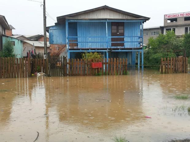 Lages registrou pontos de alagamento ao redor do rio Cahará (Foto: Defesa Civil/Divulgação)