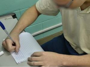 Adolescente diz que aprendeu a gostar de estudar (Foto: Divulgação/ Fundação Casa)