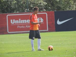 João Afonso volante Inter (Foto: Tomás Hammes / GLOBOESPORTE.COM)