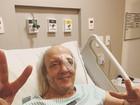 Erasmo Carlos tranquiliza fãs com foto no hospital: 'Agora estou enxergando'