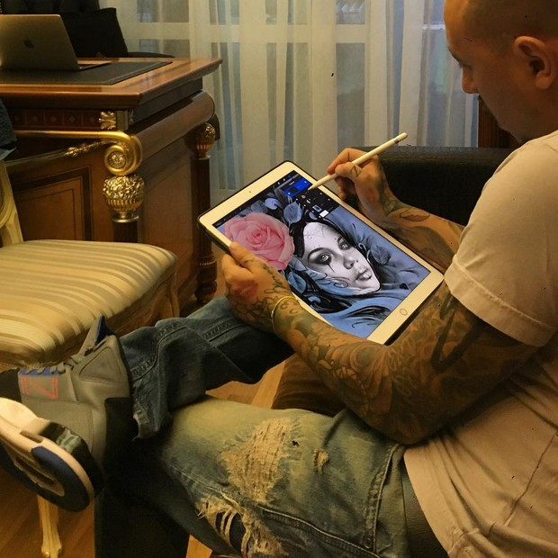 Tatuador mostra processo de criação da tatuagem de Dani Souza (Foto: Reprodução/Instagram)