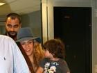 Shakira chega com o filho no colo para a final da Copa do Mundo