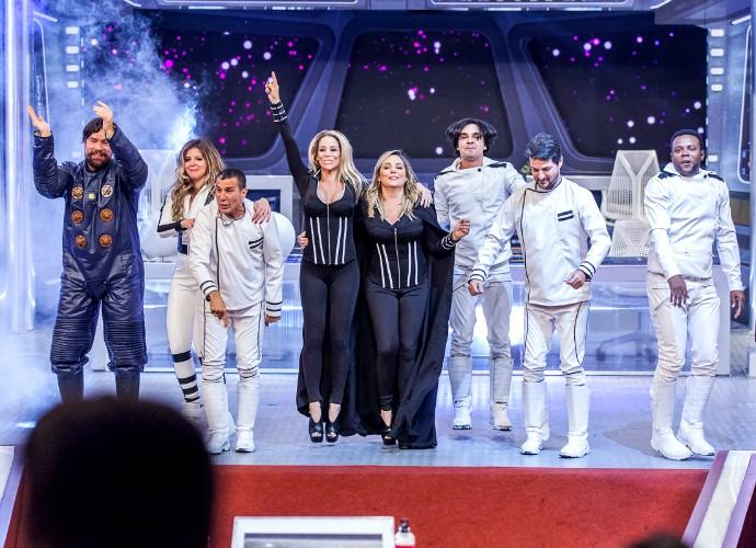 Fora de Órbita, elenco completo de Tomara que Caia (Foto: Artur Meninea/Gshow)