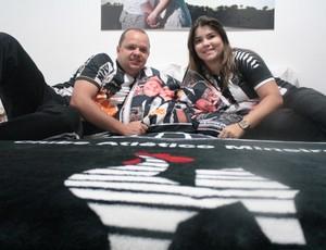 Cama de casal tem cobertor e até fronha personalizada (Foto: Maurício Paulucci / Globoesporte.com)