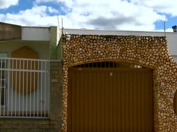 Assustados, moradores de Passos têm investido em equipamentos de segurança (Foto: Reprodução EPTV)